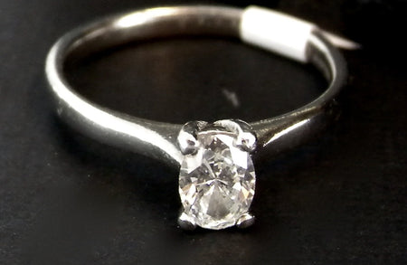 An oval brilliant cut diamond platinum ring