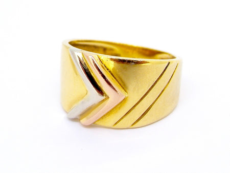 A modern 18 carat gold three colour ring