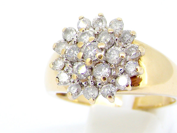 A diamond multi cluster diamond ring
