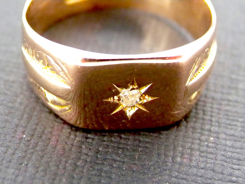 A 9 carat gold signet ring