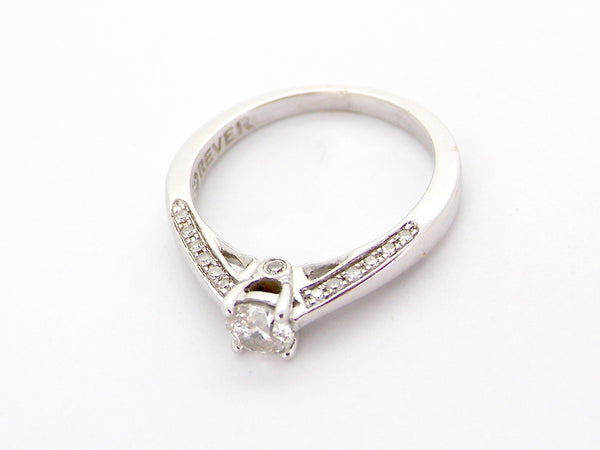 An 18 carat white gold solitaire diamond ring-CERTIFICATED