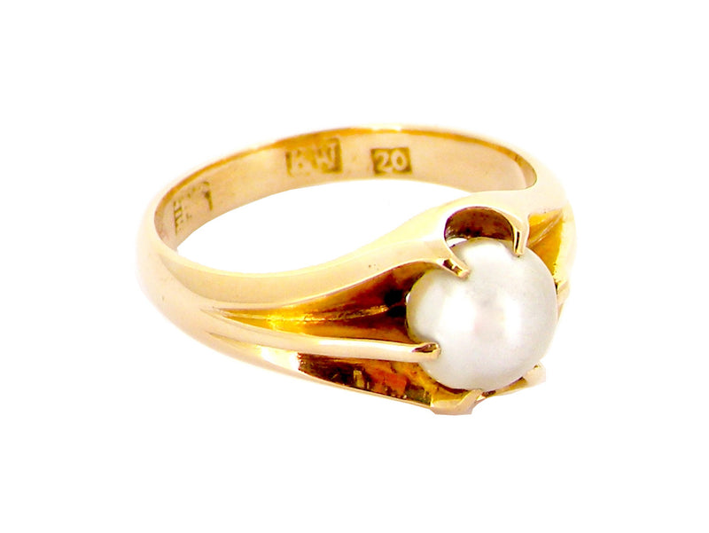 An early 20th century pearl ring