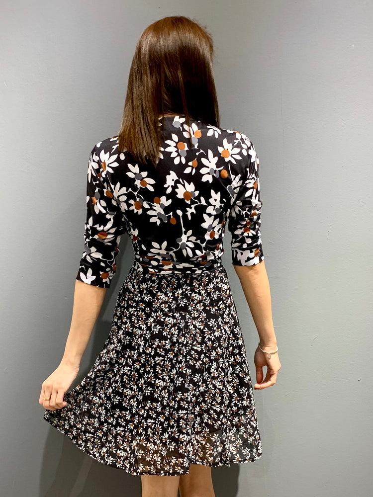 Load image into Gallery viewer, WP4829 - Dress Daisy Wrap