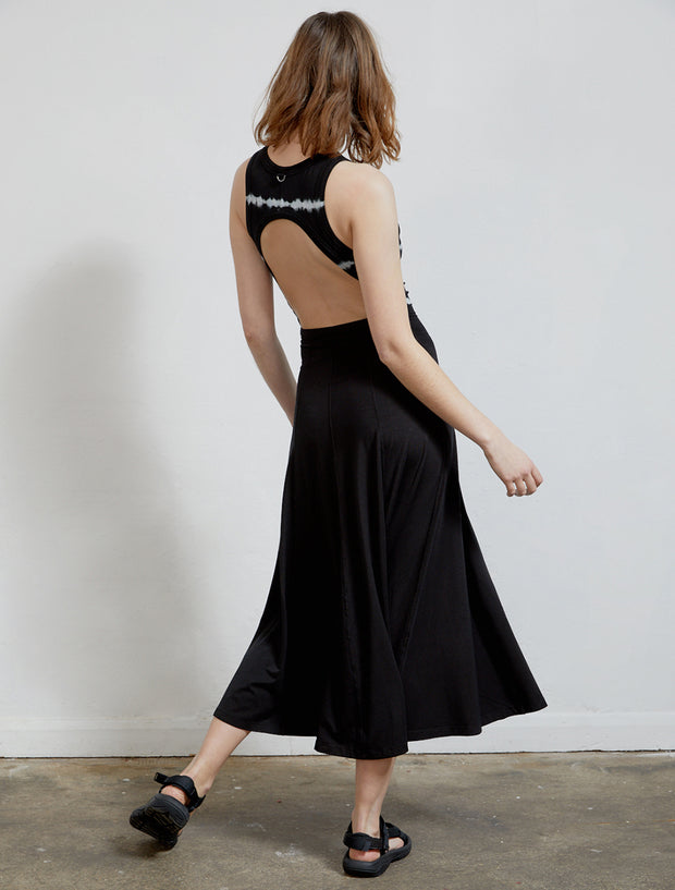 Women wearing Open back tie-dye Tencel black sleeveless dress