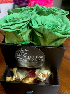VALENTINE'S DAY BOX WITH GREEN ROSES