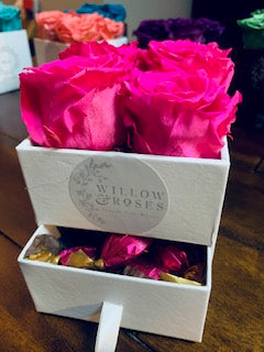 VALENTINE'S DAY BOX WITH PINK ROSES