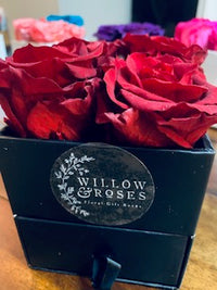 VALENTINE'S DAY BOX WITH RED ROSES