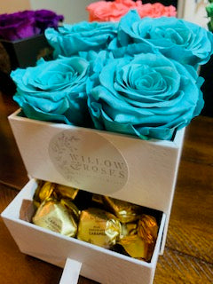 VALENTINE'S DAY BOX WITH TIFANNY BLUE ROSES