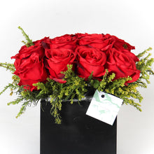 Load image into Gallery viewer, Red Equador Roses Vase