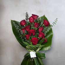 Load image into Gallery viewer, Ecuador Roses Bouquet
