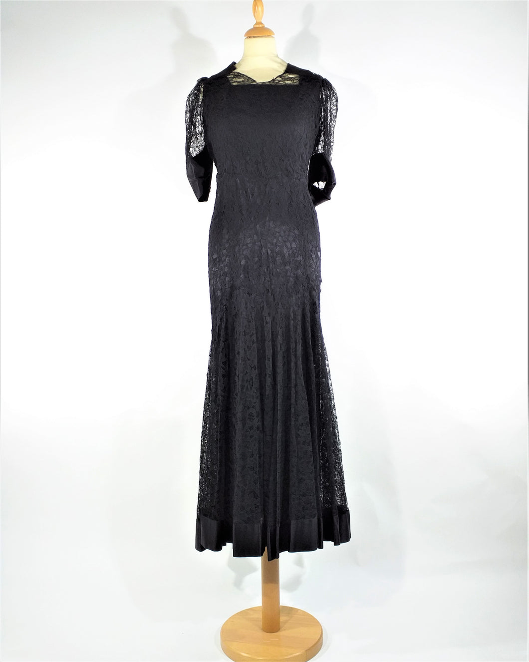 Belle robe en dentelles noires '1930 Beautiful black lace dress