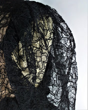 Charger l'image dans la galerie, Belle robe en dentelles noires '1930 Beautiful black lace dress