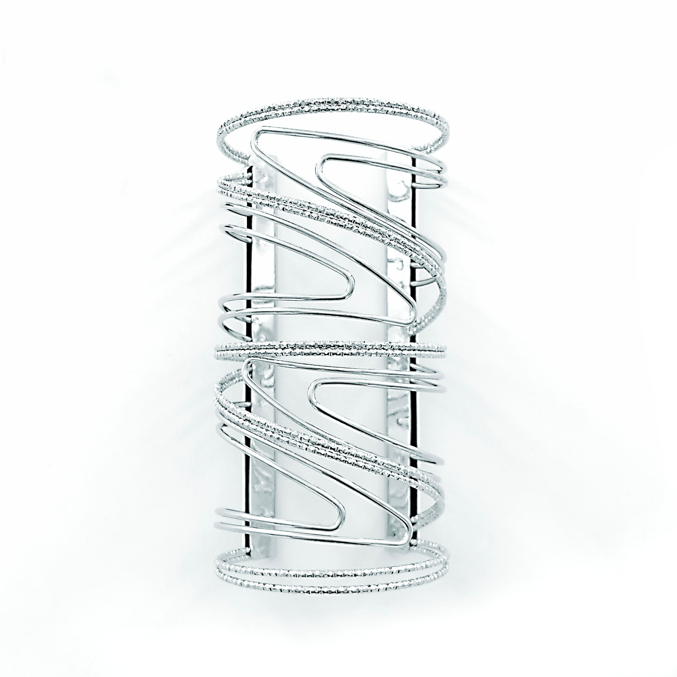 Wide cuff with wavy design in Silver