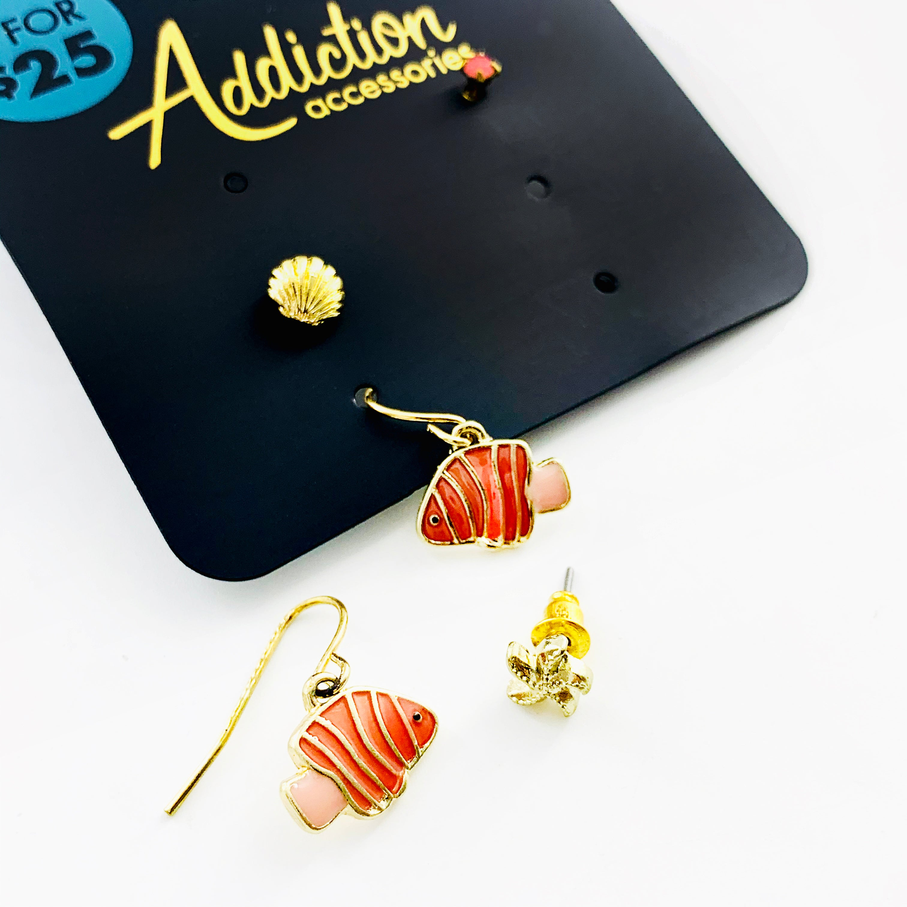 Nemo ear studs in coral pink with gold sea shells