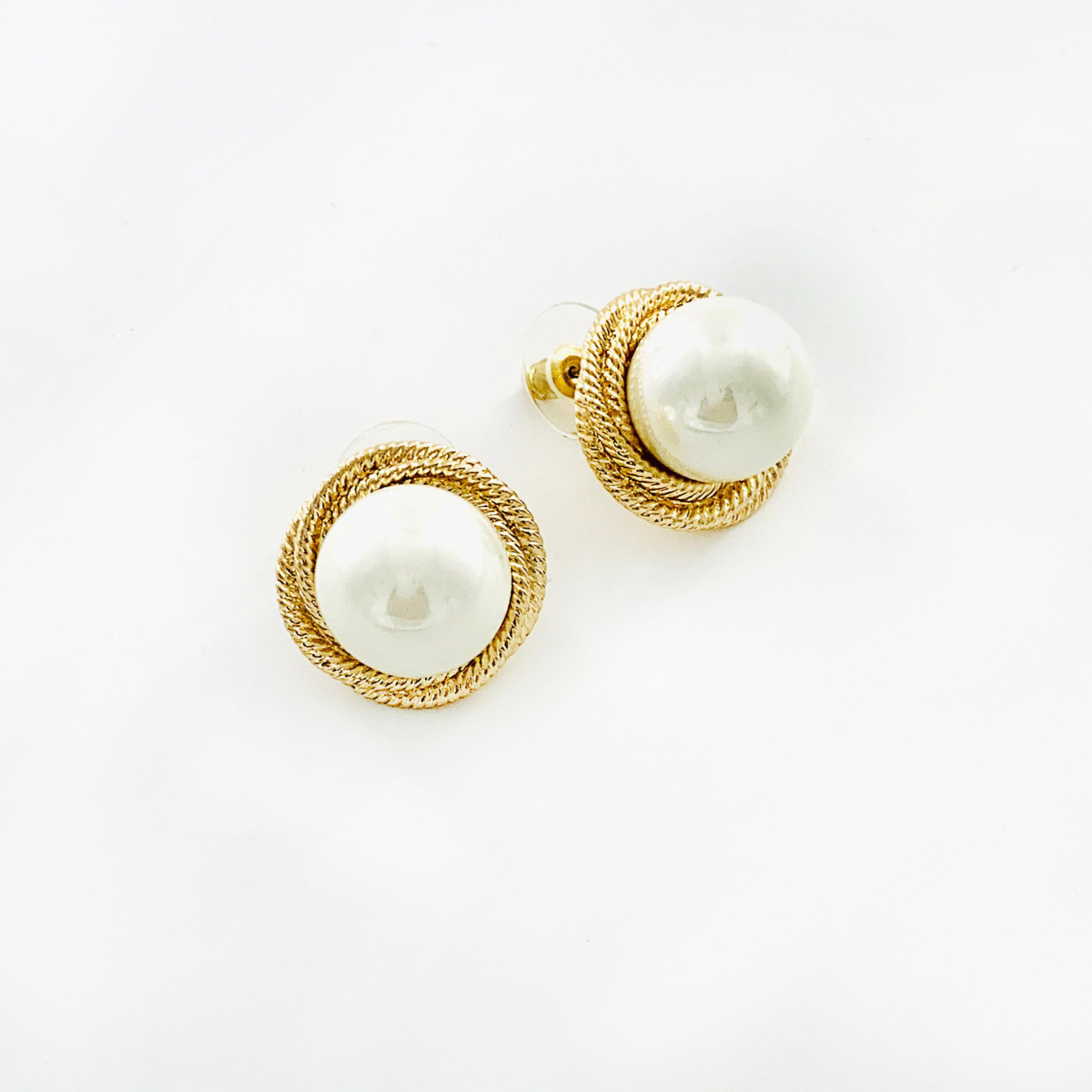 Pearl earrings with gold braiding