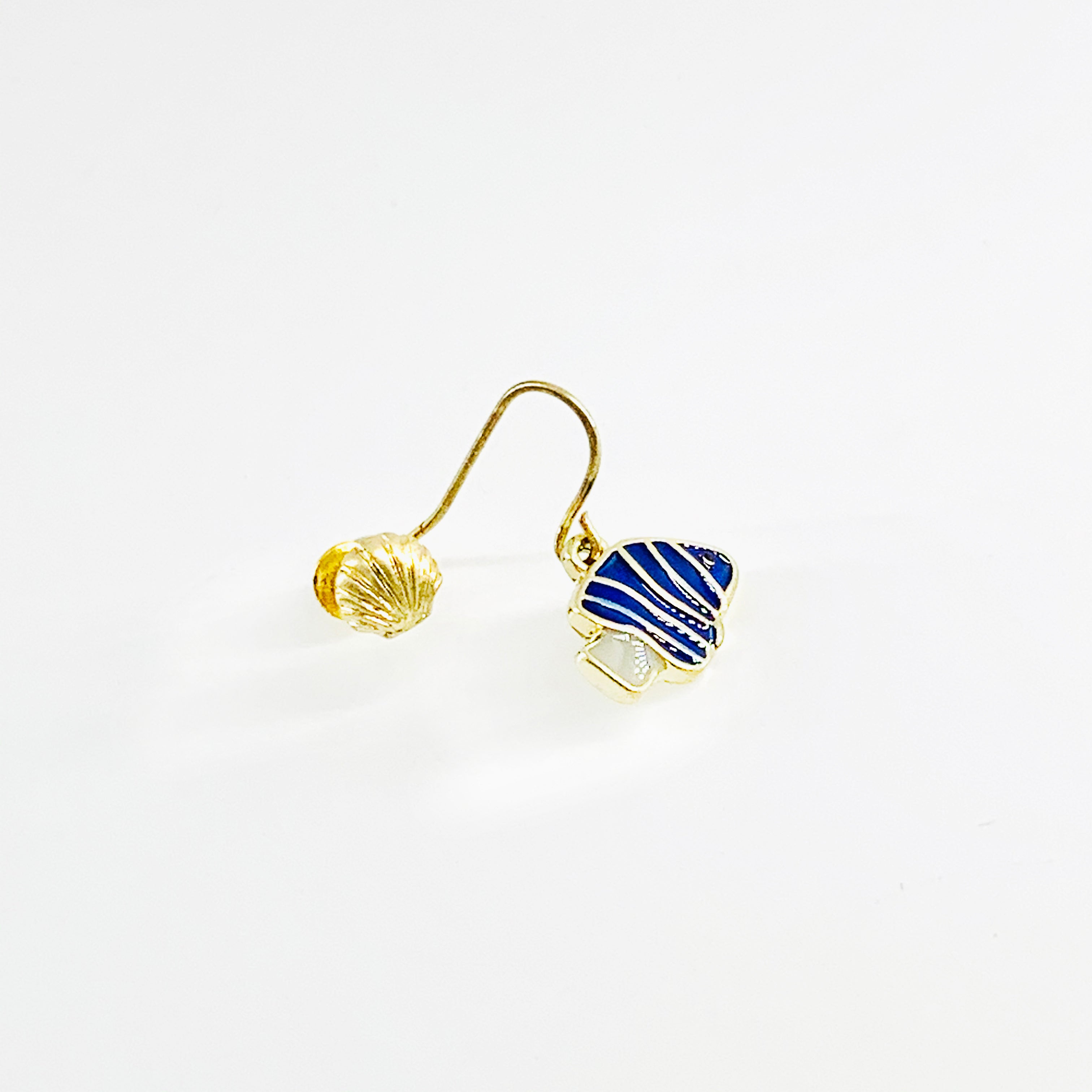 Nemo ear studs in blue with sea shells