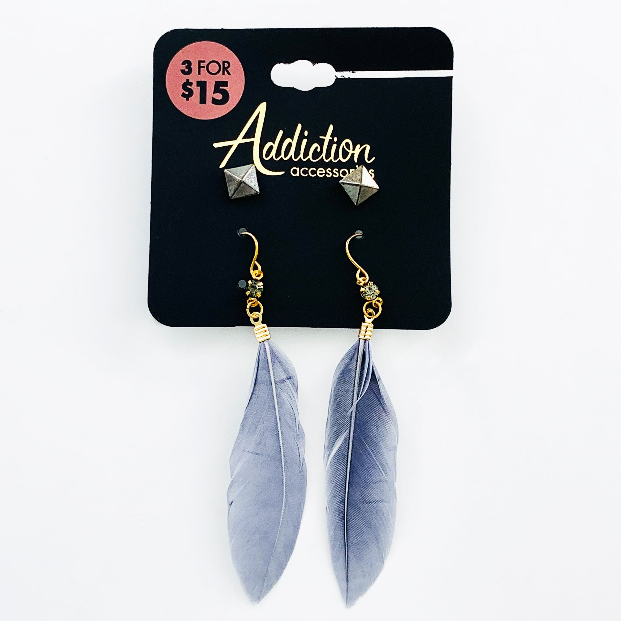 Dangling earrings with grey feathers
