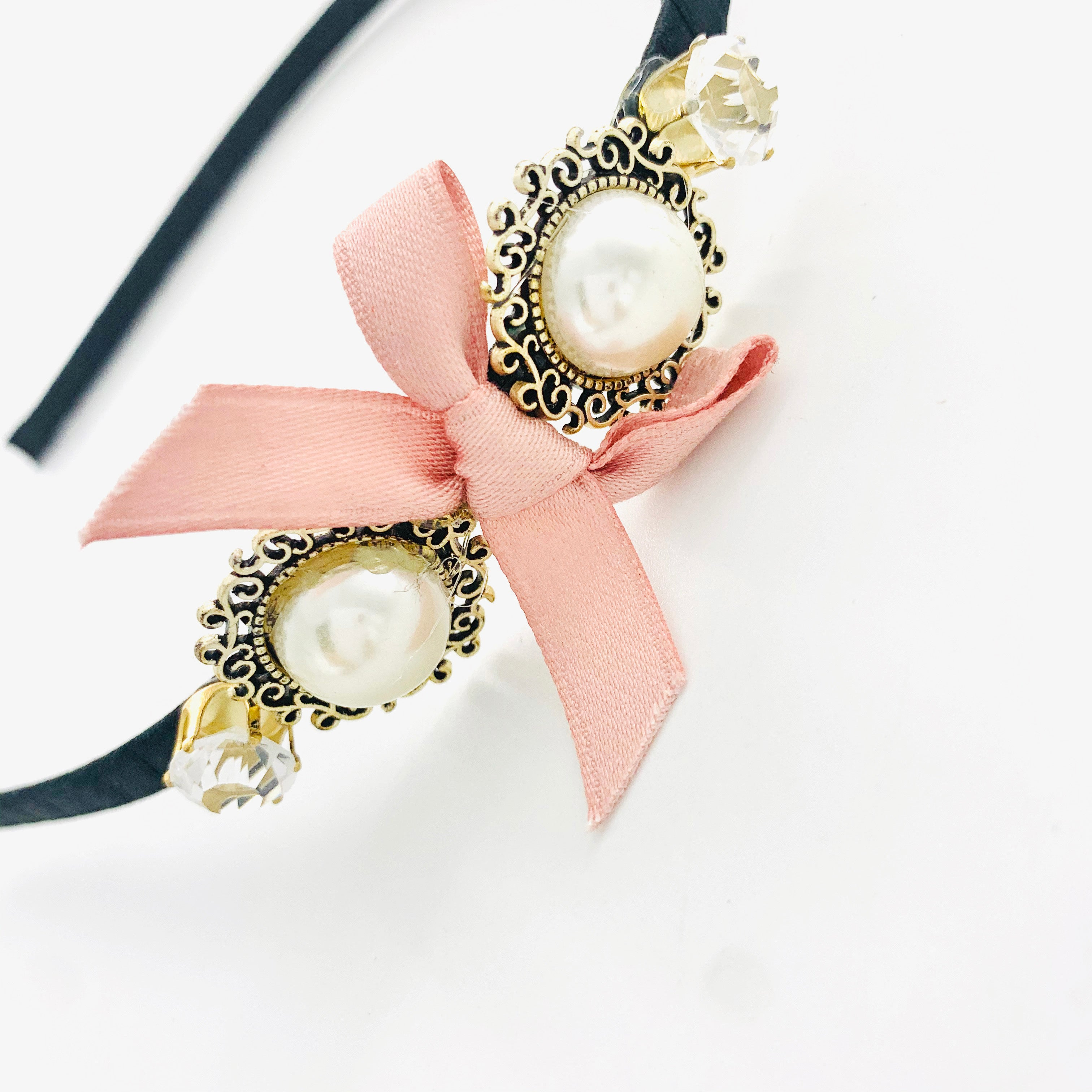 Thin black hairband with Pearl and dusty pink ribbon