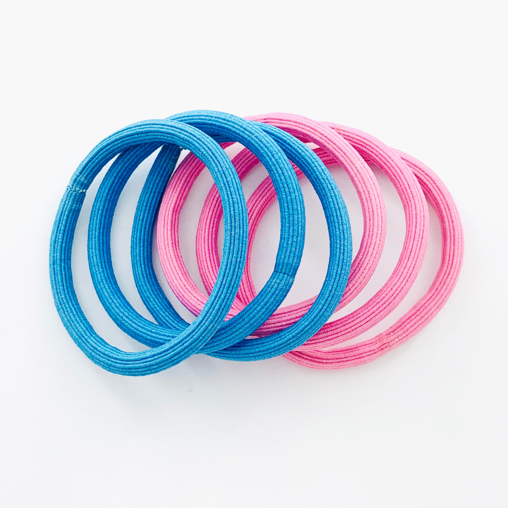 Rubber bands in blue and pink