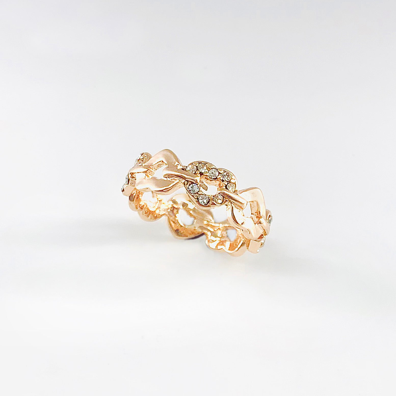 Rose gold coloured ring with alternating diamante hearts
