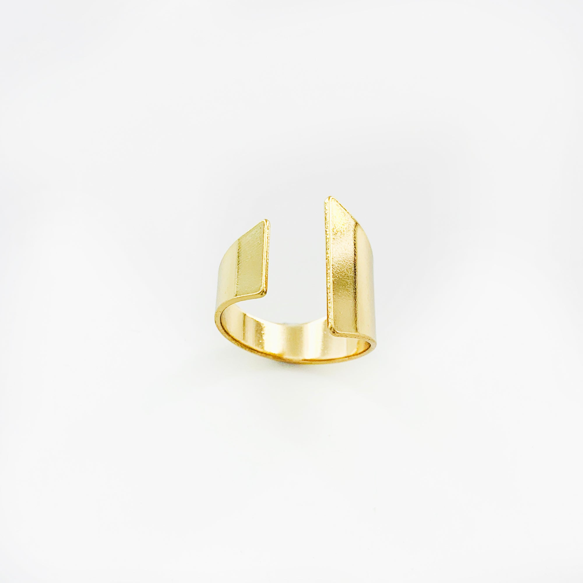 Chic asymmetric cut gold ring