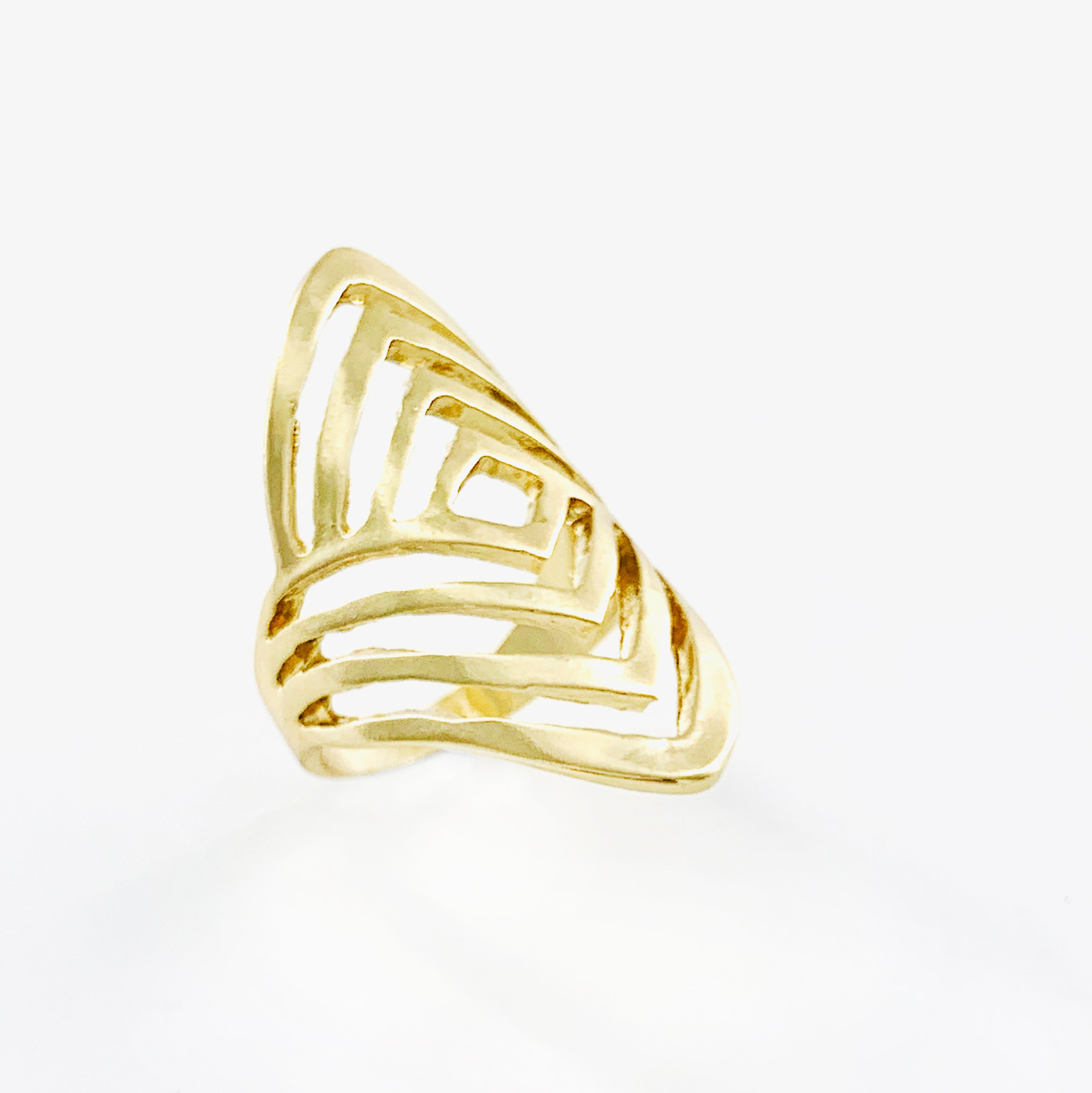 Large gold ring with linear lines