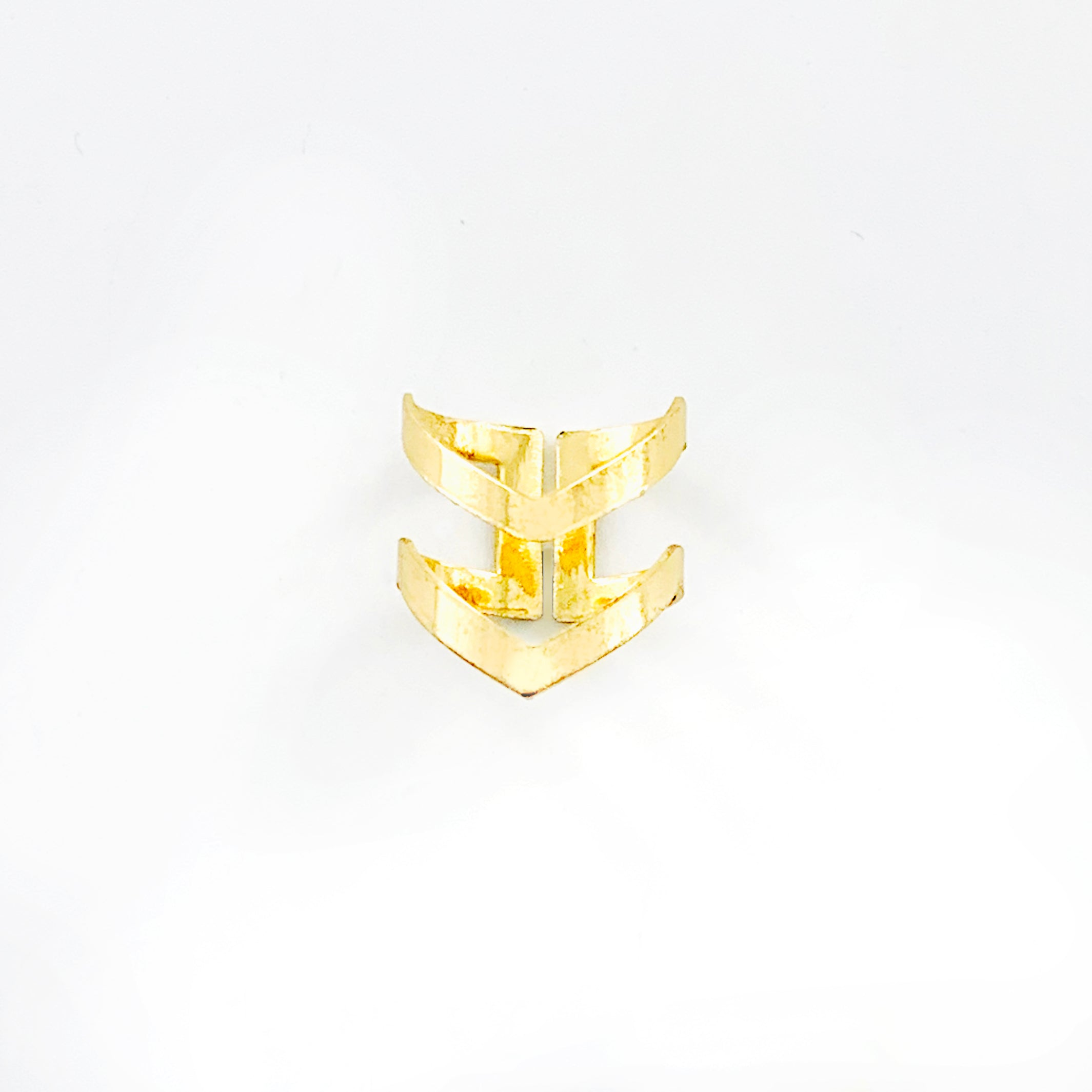 Ring with double V design in gold