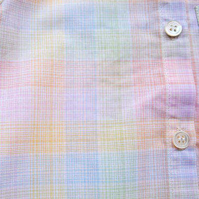 Close up of the tiny rainbow coloured check pattern.