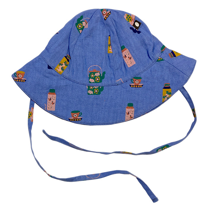 Linen bucket hat with ties under the chin.