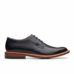 Clarks No.16 oxford in black leather.