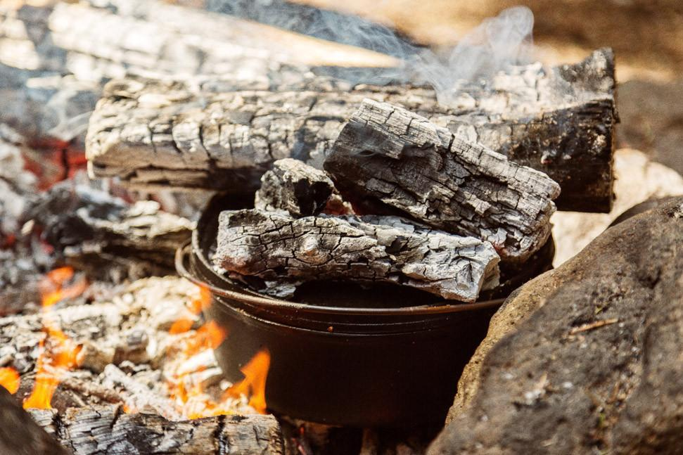 Camp Fire Dutch Oven-Black