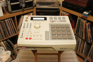 ANNU PRO AUDIO - AKAI MPC 2000 Music Production Sampler / Drum Machine 32MB  (USED)