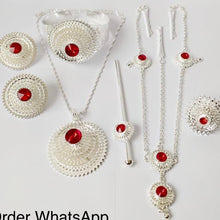 Load image into Gallery viewer, Swan Design Necklace Set