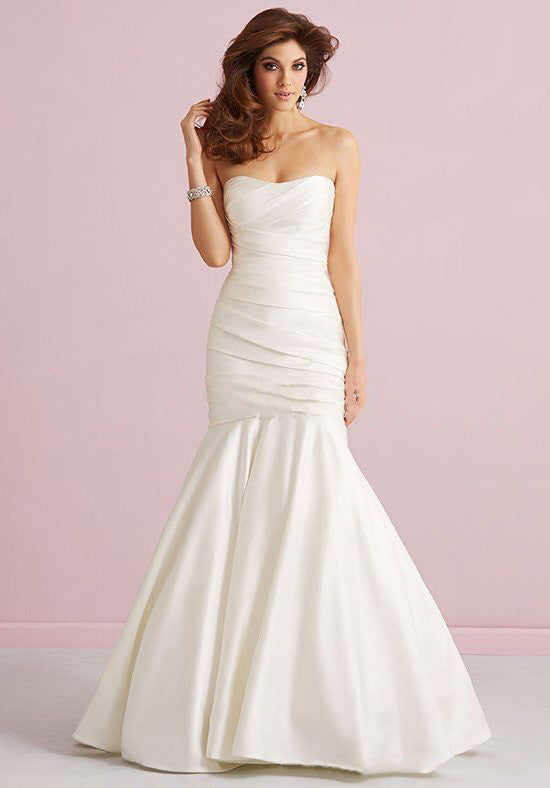 Surrey bridal shop Beautiful wedding dress