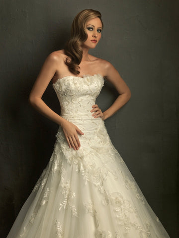 Beautiful Tulle & Satin A-Line with Sweetheart Neckline and Lace applique Detailing Wedding Dress - The Wedding LookBook