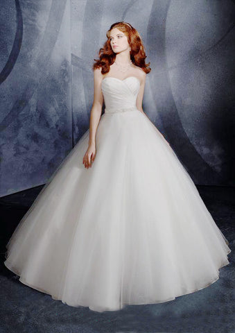 Amazing  A-line with Sweetheart Neckline and Beaded Applique Detailed Wedding Dress
