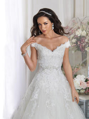 Off the shoulder stunning A-line lace detailed dress