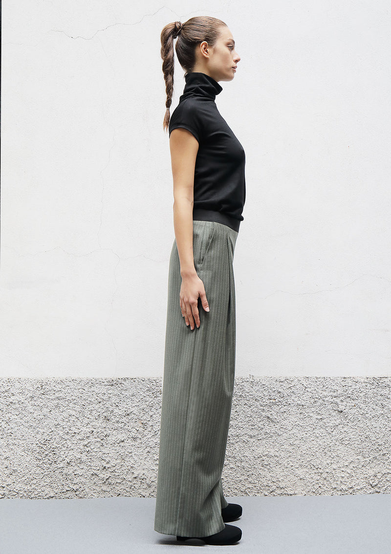 Pleat wool trousers