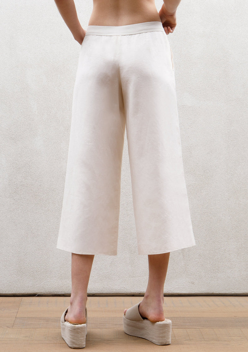 Wide plat cropped trousers
