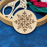 Winter Berry Snowflake - Needle Minder