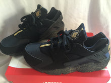 Load image into Gallery viewer, Custom Nike Huaraches Gold Dust Colorway