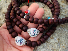 Load image into Gallery viewer, Tibetan Buddhist Old Bodhi Seed Mala / Silver Spacers / Old Conch Shell Accent / 2 Silver Markers