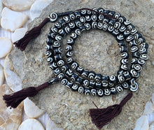 Load image into Gallery viewer, Tibetan Spiral DZI 108 Bone Beads Mala With Counter Meditation and Yoga