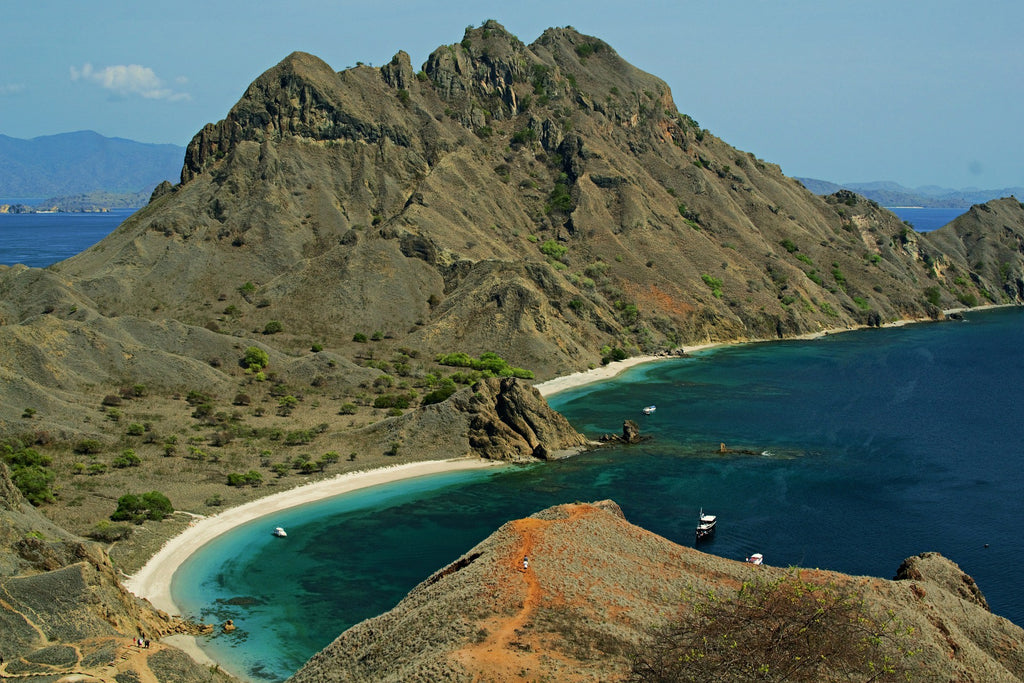 Indonesia hiking Padar island