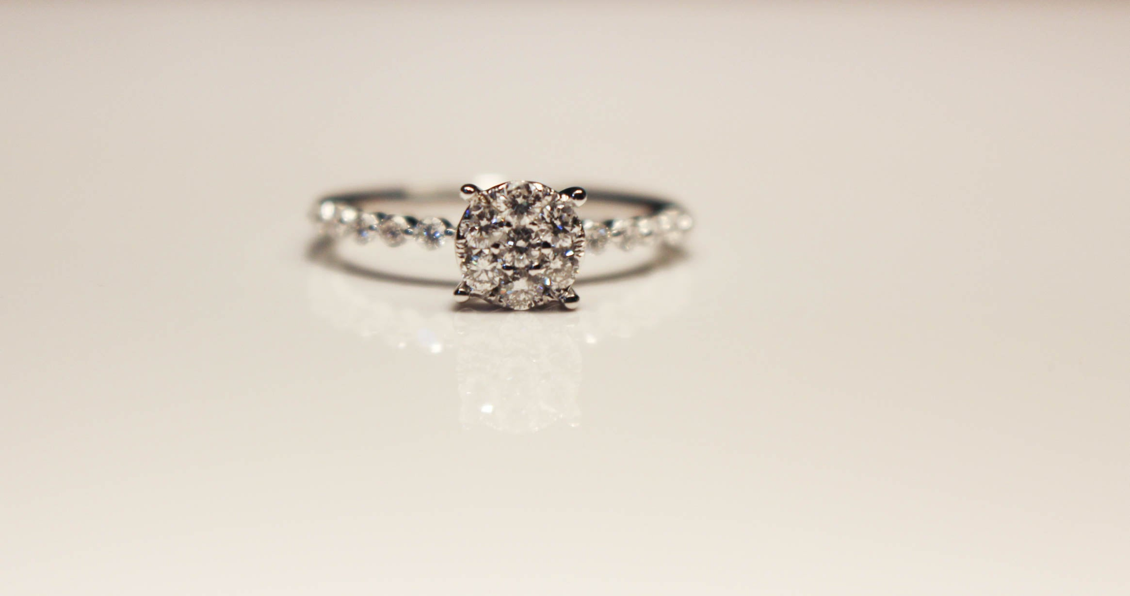 Dainty Round Solitaire