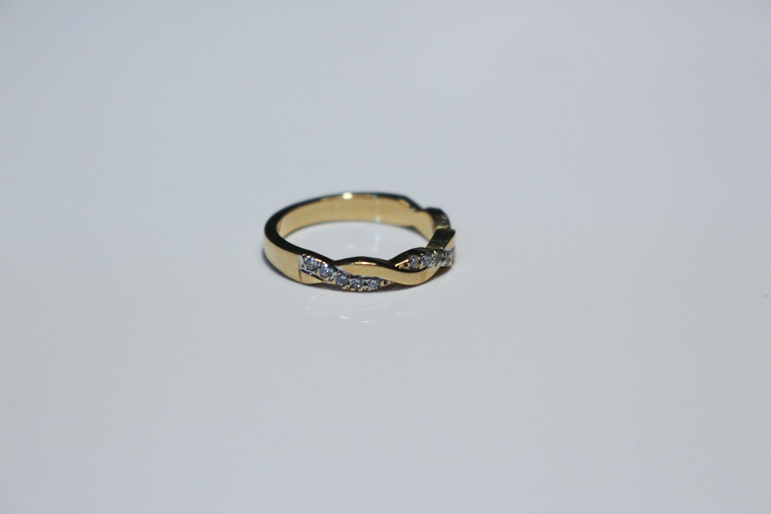 TWISTED PAVE BAND