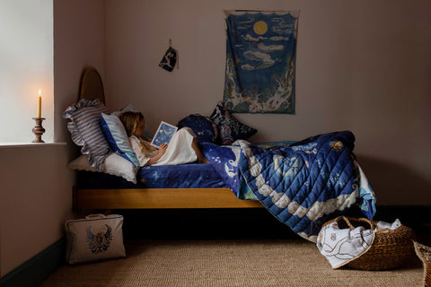 Girl reading in bed with Forivor duvet and quilt