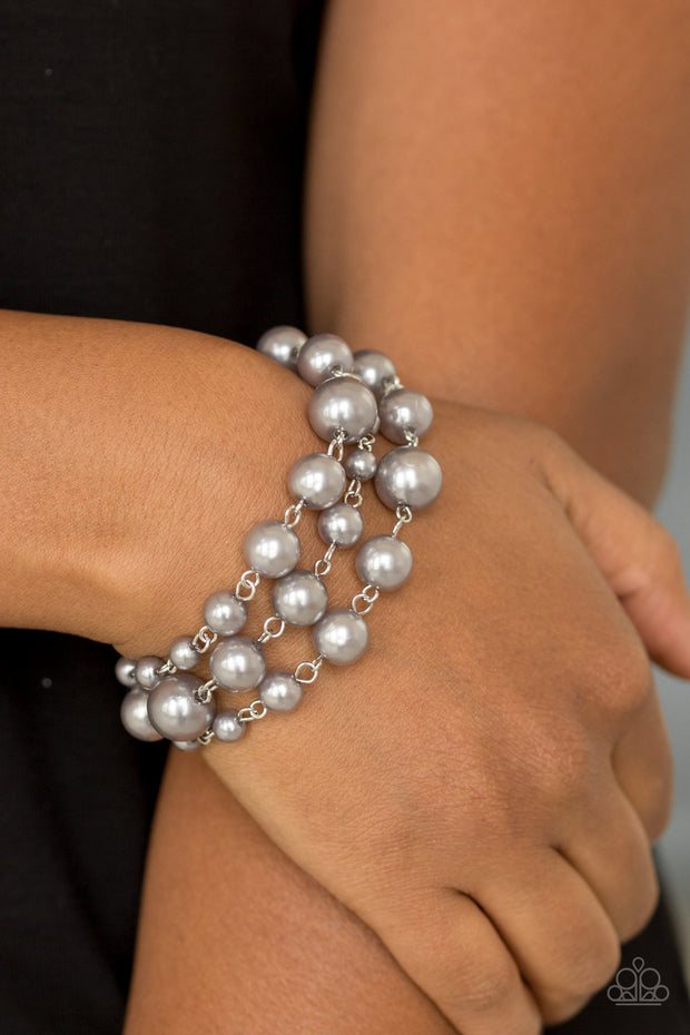 Silver pearl bracelet with three stands