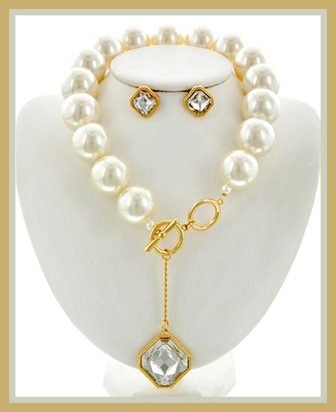 Gold & Pearl Pendant Necklace