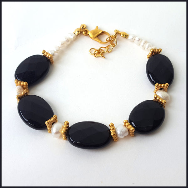Black Stone & Salt Water Pearl Bracelet